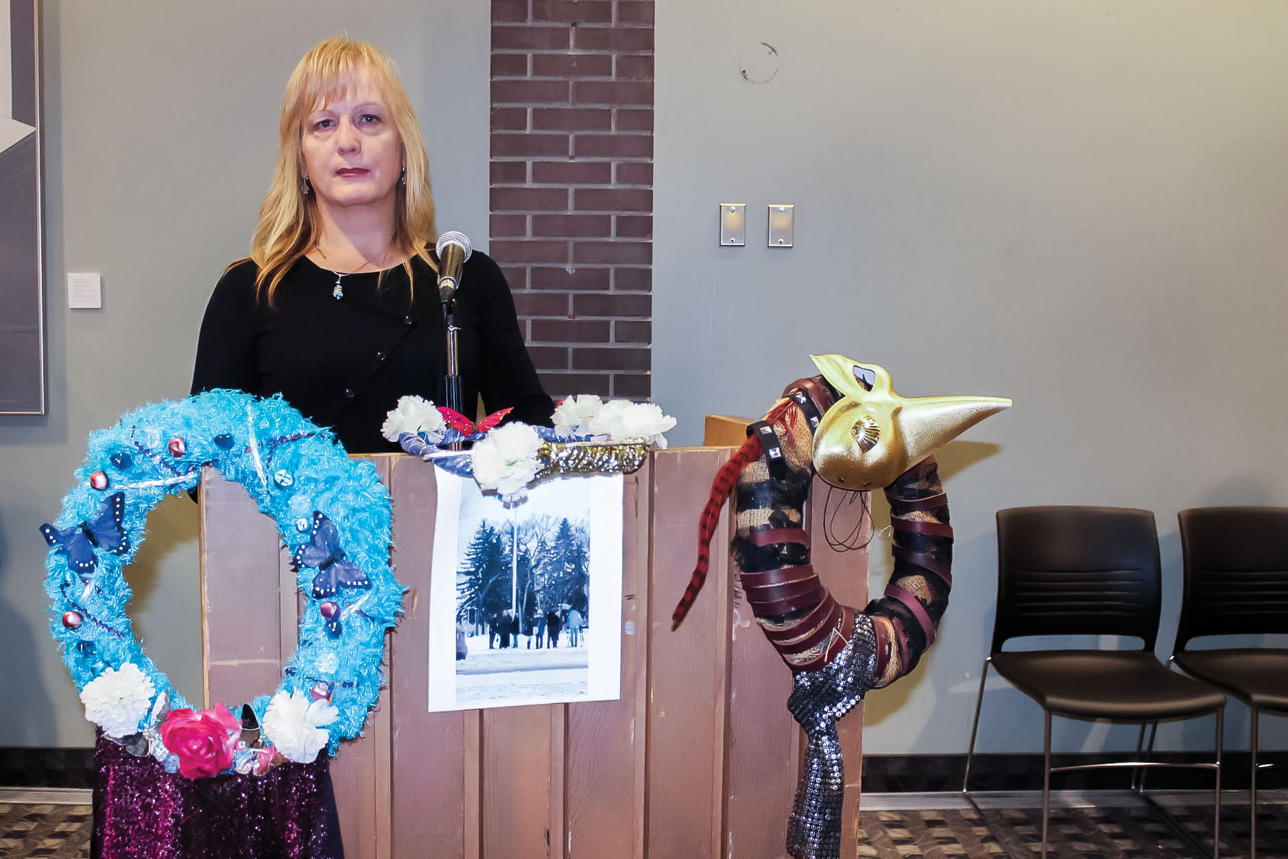 Transgender Day of Remembrance chair Shandi Strong addresses the crowd at the University of Winnipeg on Nov. 20. THE PROJECTOR/ Lexi Myers