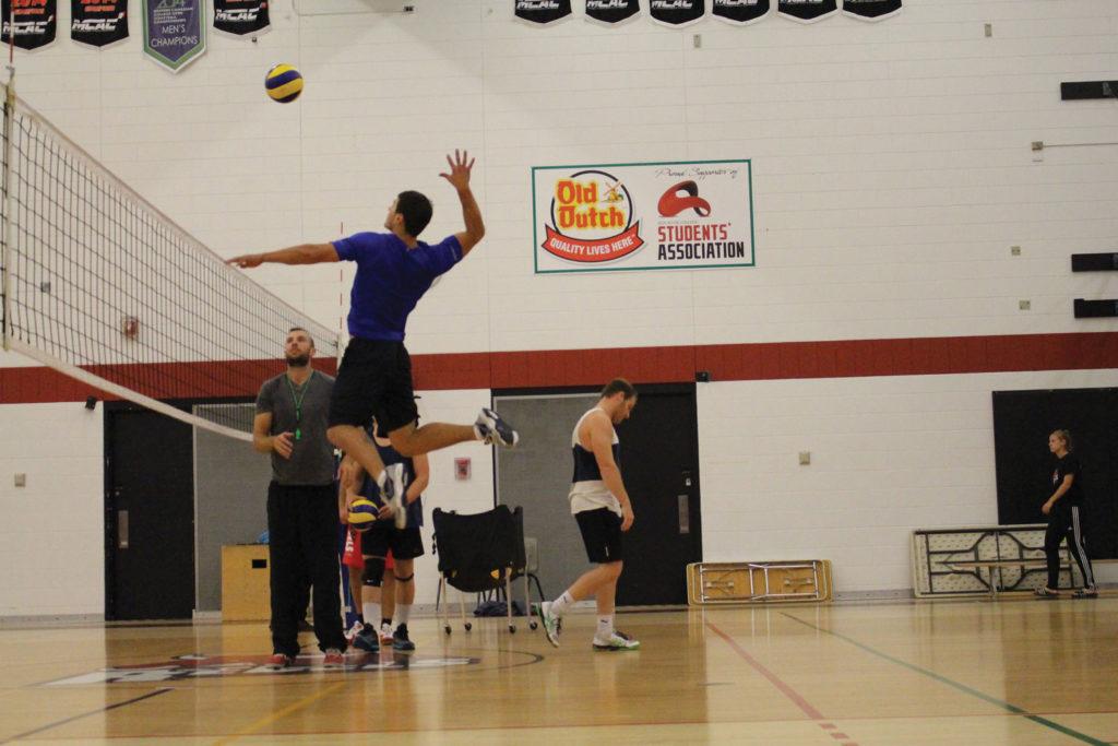 Coach Erik Hasen runs men volleyball team through team spiking drill. THE PROJECTOR/ Sade Ogungbemi